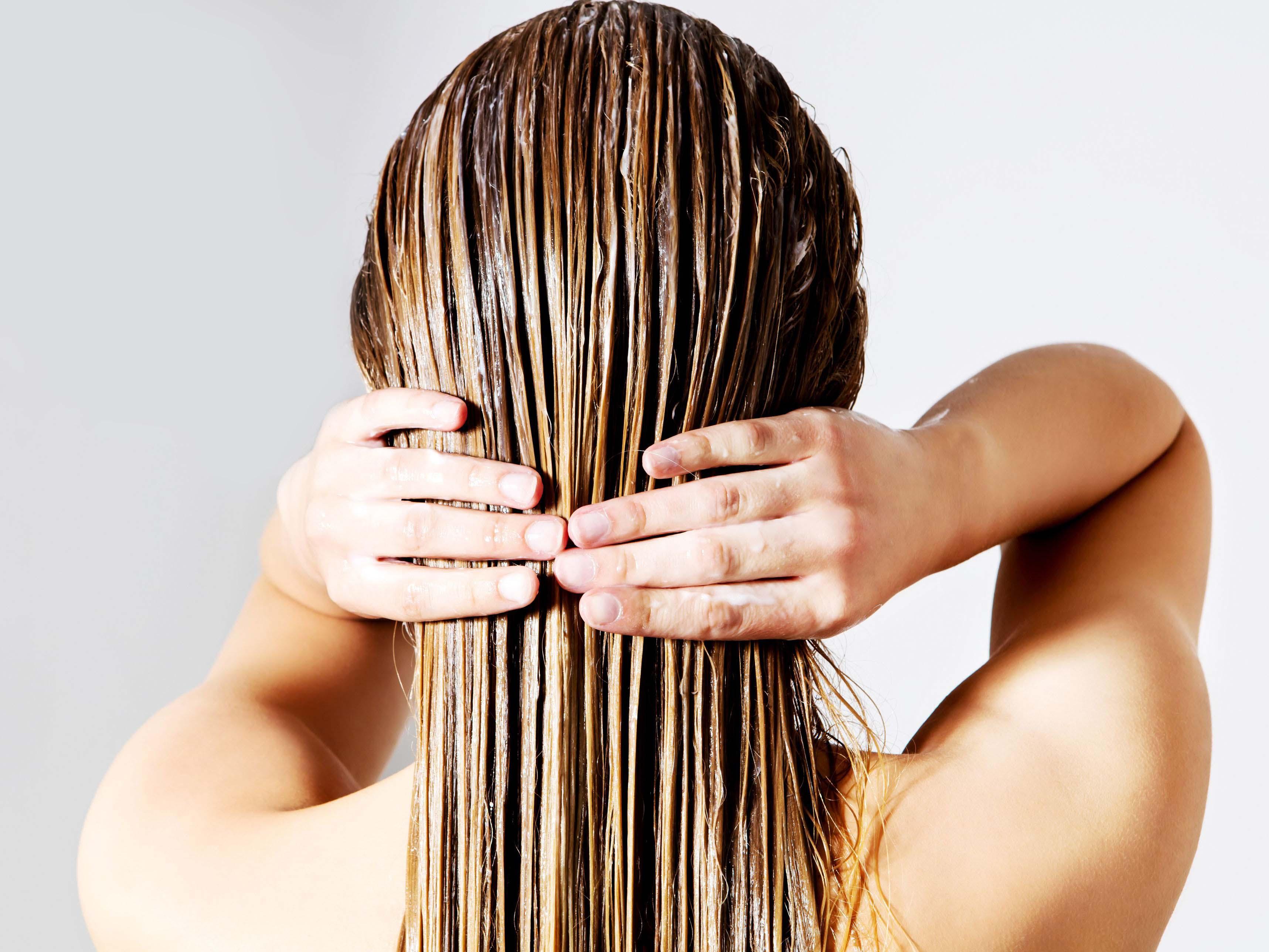 nourrir-cheveux-bain-huile-nourrissant.